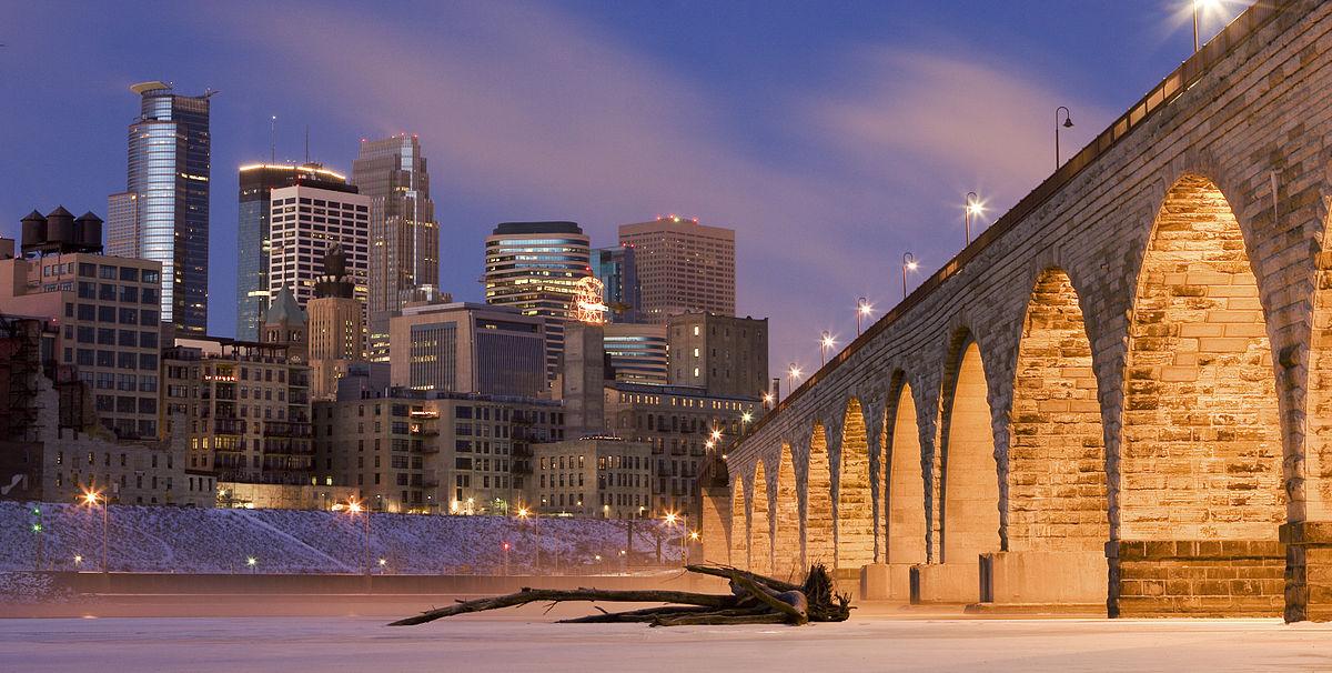 1200px-Minneapolis_on_Mississippi_River.jpg