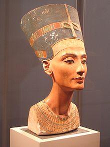 220px-Nefertiti_berlin.jpg