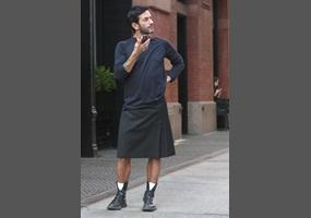 61885aecca341fb794a17bbf6d71-should-men-wear-skirts.jpg