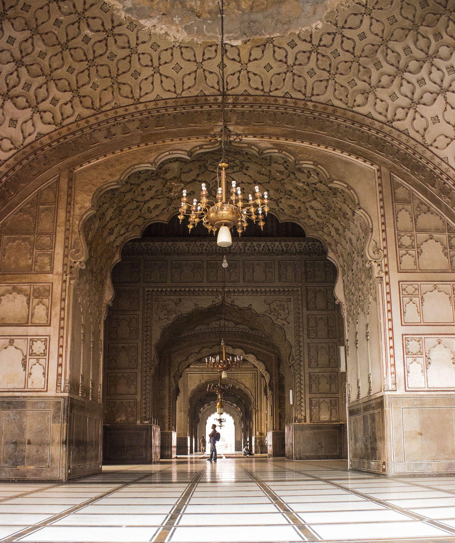 _1920px-Badshahi_Mosque_King_E2_80_99s_Mosque_1386615471072895004.jpg