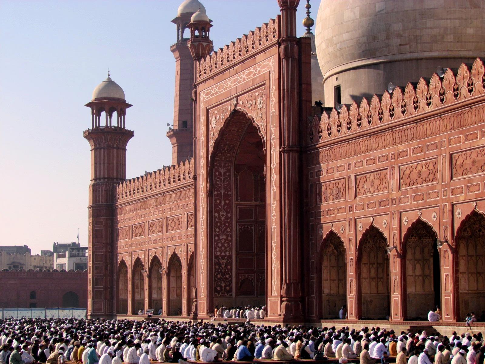 _The_Badshahi_in_all_its_glory_during_the_Eid_Prayers_3992186154451287663.JPG