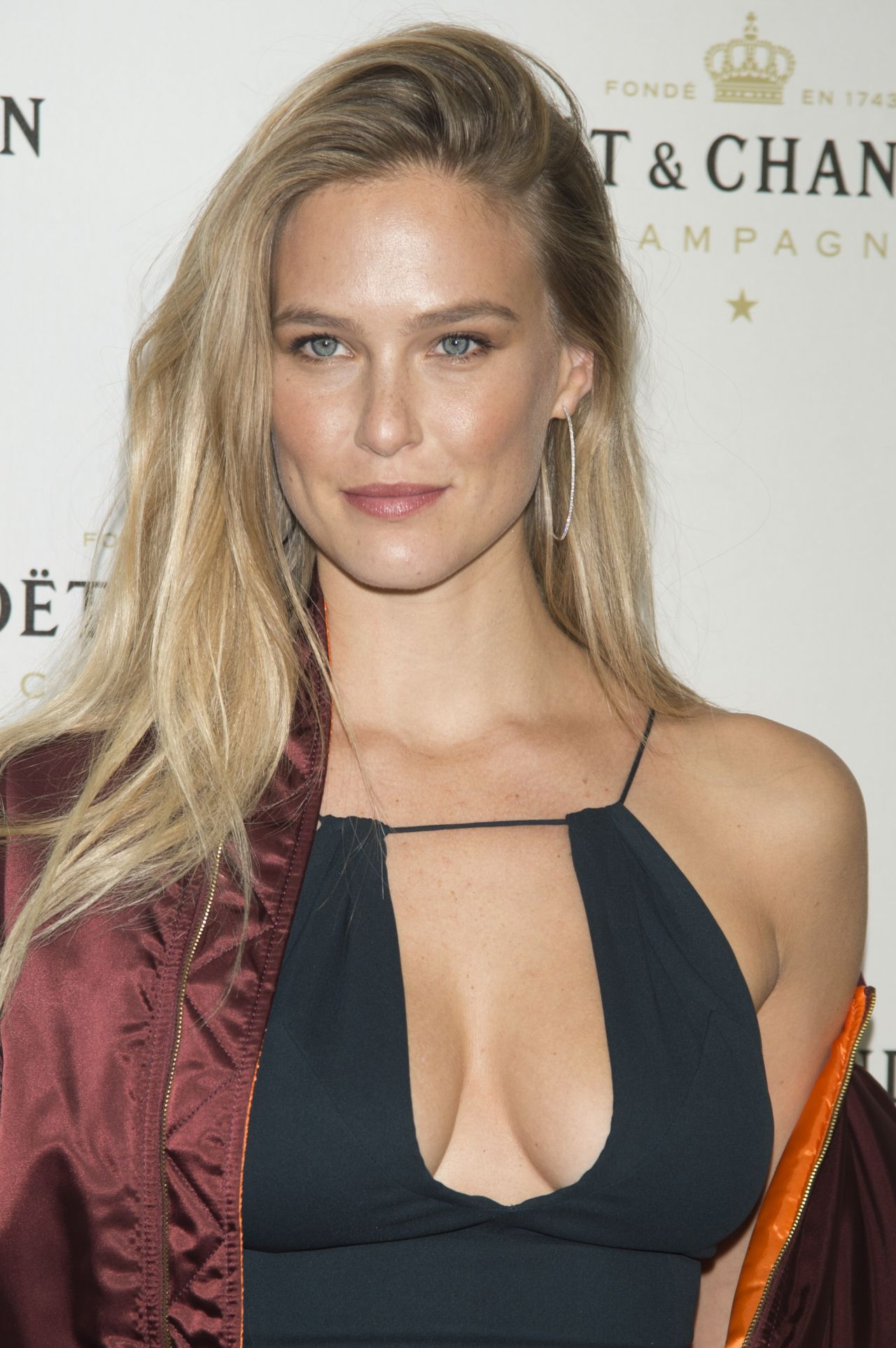 bar-refaeli-moet-chandon-party-in-madrid-11-29-2016-1.jpg