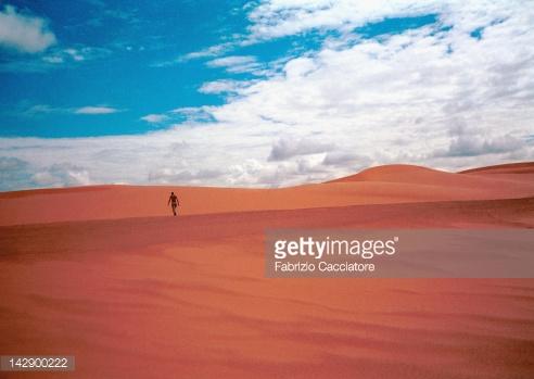 man-walking-across-desert-somalia-africa-picture-id142900222.jpg