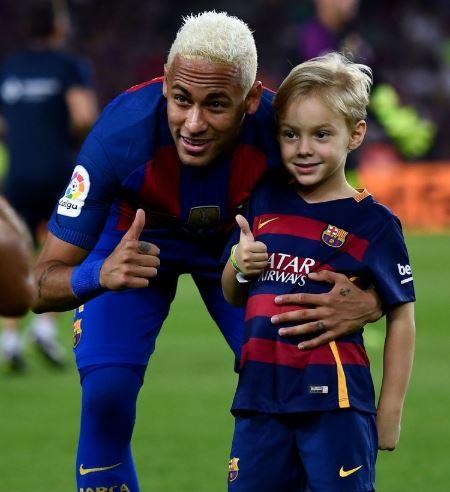 Neymar-Jr-with-son-Davi-Lucca-da-Silva-Santos.jpg