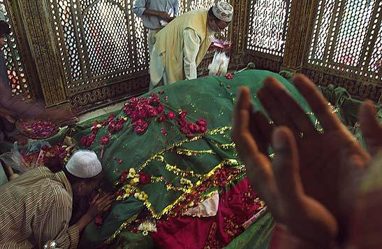 Sufi-grave.jpg